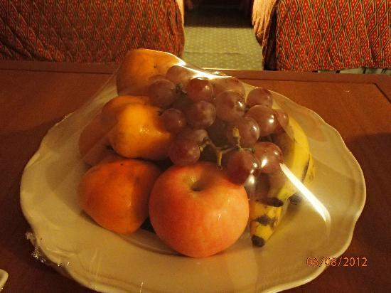 The Park Hotel: complimentary fruits.. love it! :)