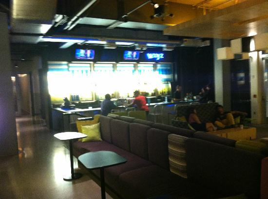 Aloft BWI Baltimore Washington International Airport: bar