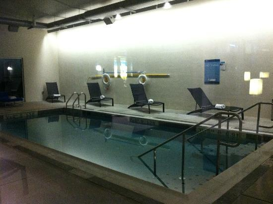 Aloft BWI Baltimore Washington International Airport: Indoor pool