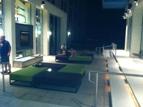 Aloft BWI Baltimore Washington International Airport: outdoor lounge area