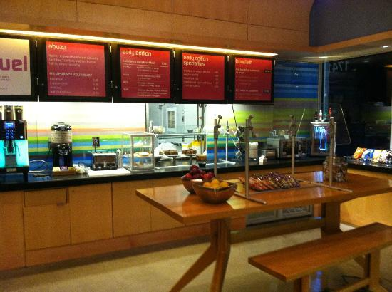 Aloft BWI Baltimore Washington International Airport: food for purchase in lobby