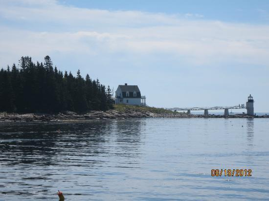 Marshall Point Lighthouse Museum: Lighthouse as seen from the Laura B