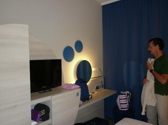 H2 Hotel Berlin Alexanderplatz: la stanza