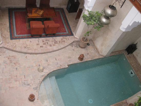 Riad Zolah: Pool/seating
