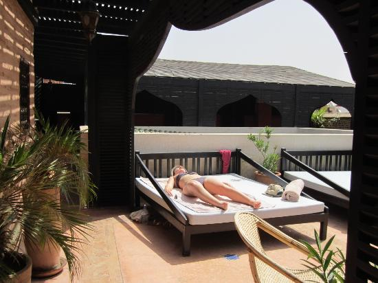 Riad Zolah: Day beds on roof terrace