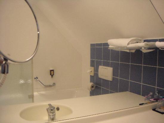 Strudlhof Hotel & Palais: bathroom