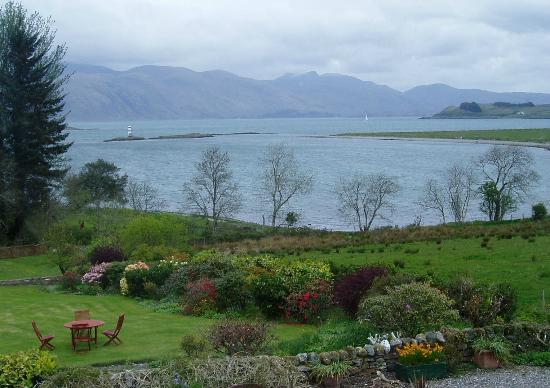 Airds Hotel & Restaurant: view from our bathroom window
