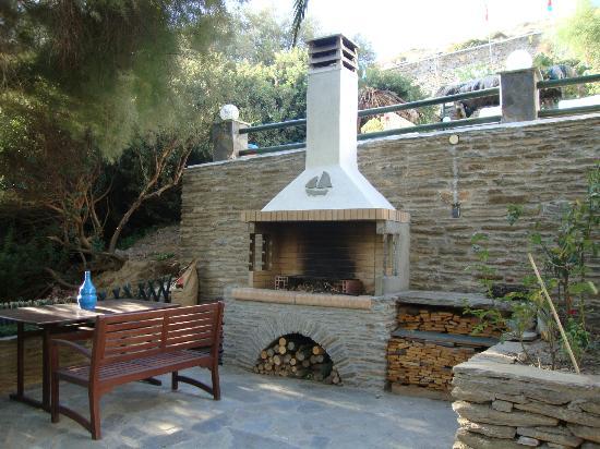 Villa Rena Apartments : Barbecue Area