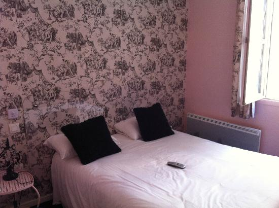 "Hotel du Theatre: ""la rose"" room"