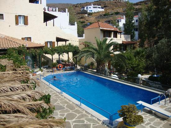 Villa Rena Apartments: Pool Area