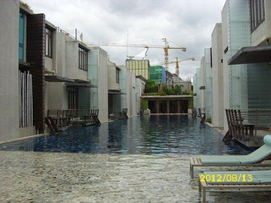 Let's Sea Hua Hin Al Fresco Resort: Pool und Baustelle bei der Lobby/Eingang