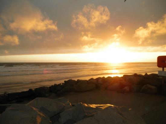 Sunnysands Caravan Park: sunset