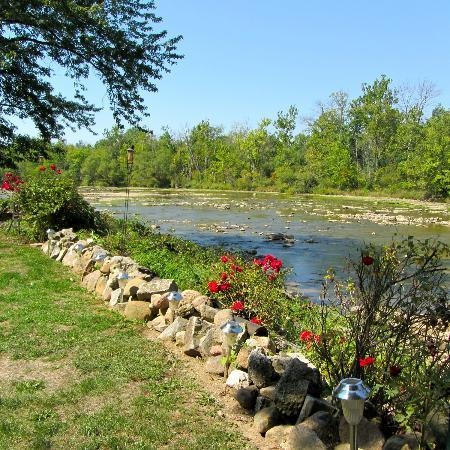 The Rivers Edge Executive Ste: a view on Sandusky river from the garden