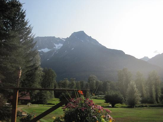 Tweedsmuir Park Lodge: Stunning view from main lodge deck