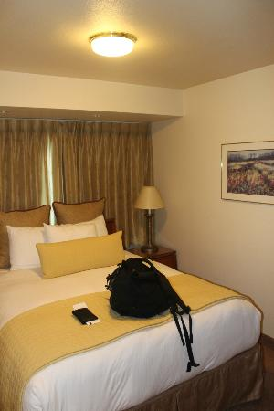 Anchorage Grand Hotel: Une chambre minuscule mais un lit confortable.