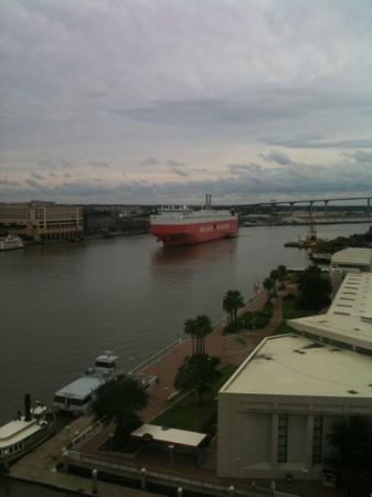 Westin Savannah Harbor Golf Resort & Spa: View of the river from the 11th floor.
