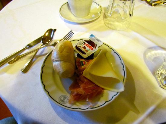 Hotel Loggiato dei Serviti: Breakfast sample at Hotel Loggiato