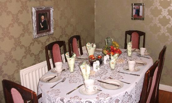 The Rosses B&B: Breakfast table