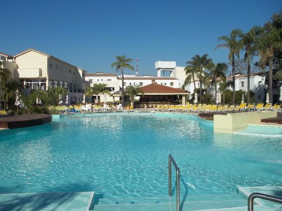Los Pinos Resort & Spa Termal: Que linda pileta - Amplia y Limpia.