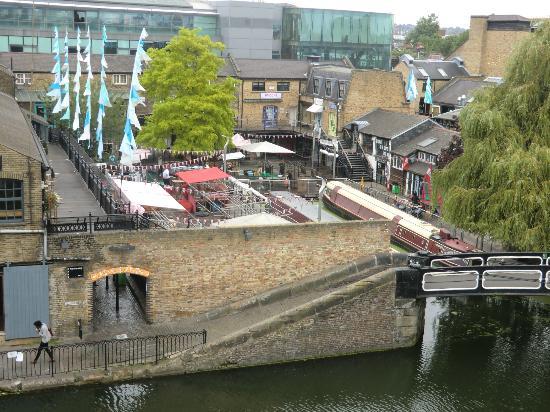 Holiday Inn London - Camden Lock: El mercado que montan todos los días, con comidas de todo el mundo