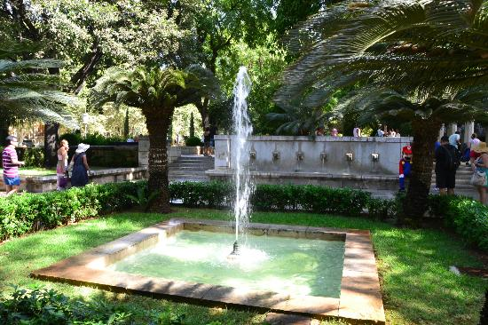 Palacio de la almudaina jardines picture of palau de l for Jardines mallorca