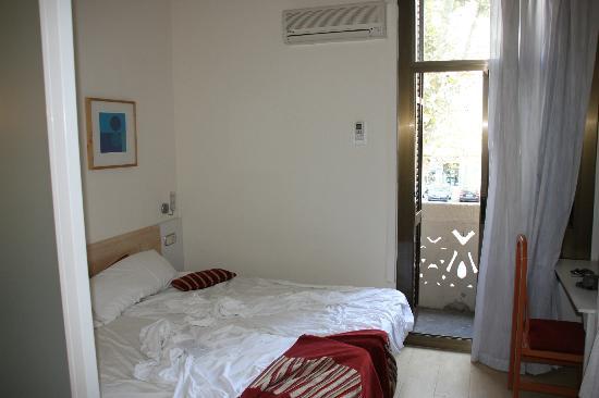 Hostal Central Barcelona: Intérieur de la chambre