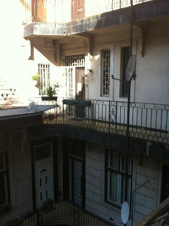 Activity Hostel : porta ingresso ostello