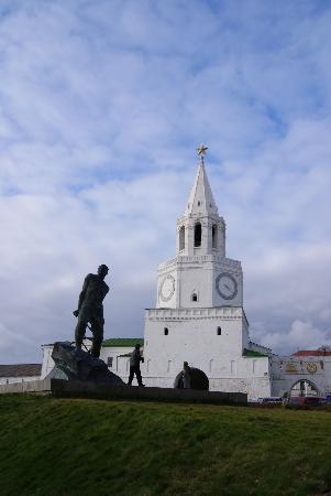 Kazan Kremlin: Памятник Мусе Джалилю