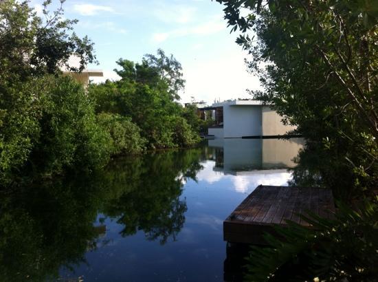 Rosewood Mayakoba: canales interiores entre las hab