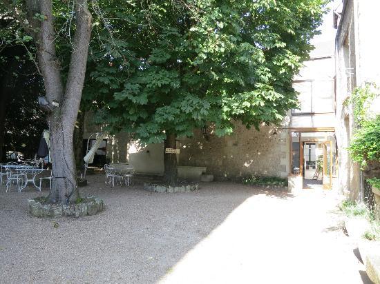 Le Grand Monarque: Courtyard