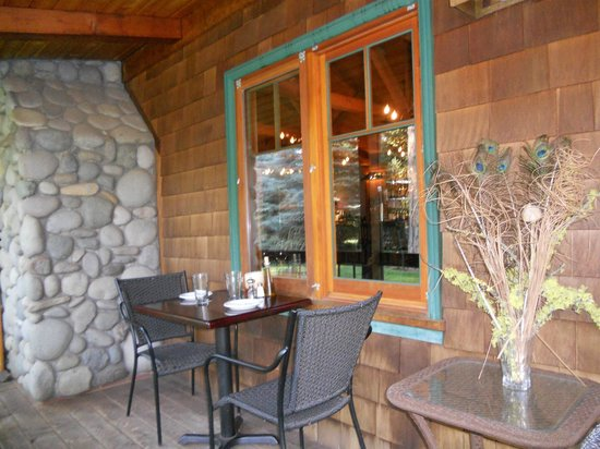 Kokanee Cafe: A few tables available on front porch