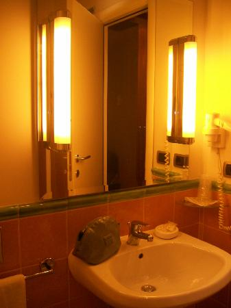 Hotel Apogia Lloyd Roma: Il bagno