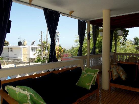Trinity Lodge: Breezy Balcony