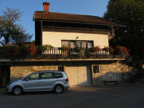 Hudicevec Tourist Farm: The LIPA apartment is in this building
