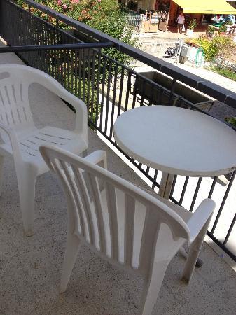 Nautilus: tavolo con sedie terrazzino