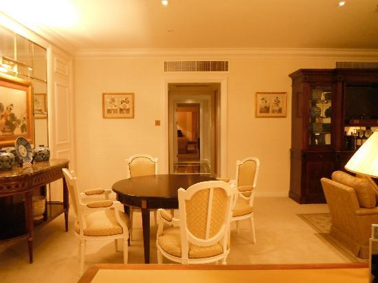 The Ritz-Carlton, Bahrain: Sitting area - executive/diplomatic suite