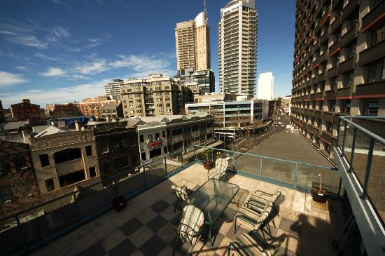 Jackaroo Hostel: Gorgeous rooftop terrace