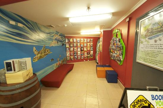 Jackaroo Hostel: Brochure center for things to do