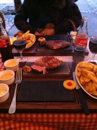 Rolli's Steakhouse Oerlikon: Pork Steak with French Fries and three different sauces