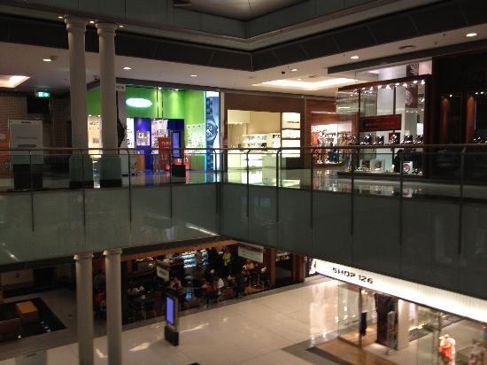 Pullman Sao Paulo Vila Olimpia Hotel: Mall next door...