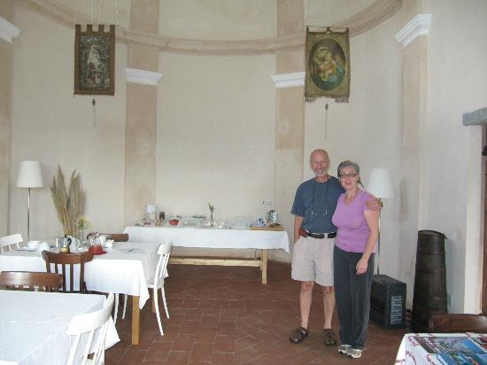 Cascina Incocco: With Francesca, breakfast in the church