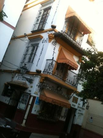 Hosteria del Laurel : great place to stop in Seville