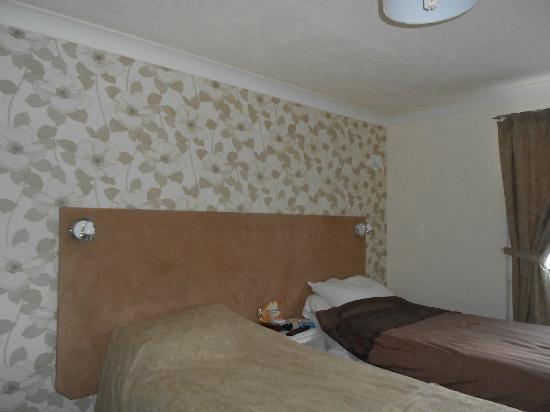 โรงแรมซาวอย คอร์ท: Bedroom