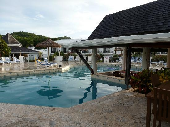 Coyaba Beach Resort: Pool view