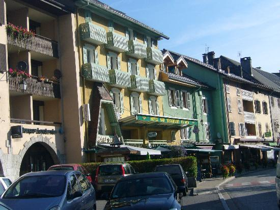 La facade de l'Hotel du midi