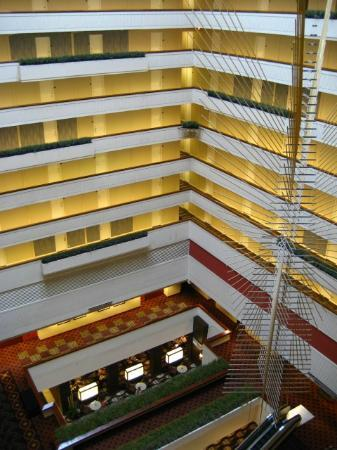 Hyatt Regency Milwaukee: View of lobby from 10th floor corridor