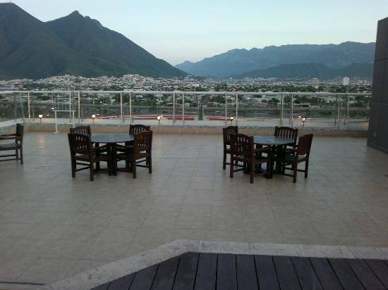 Foto De Fiesta Inn Monterrey Fundidora Azotea Alberca