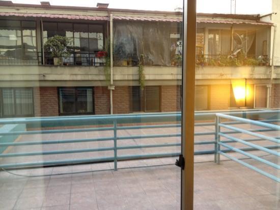 Hotel Neruda: vista de la ventana de la habitación