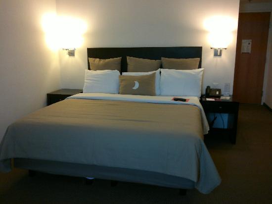 Fiesta Inn Monterrey Fundidora: cama