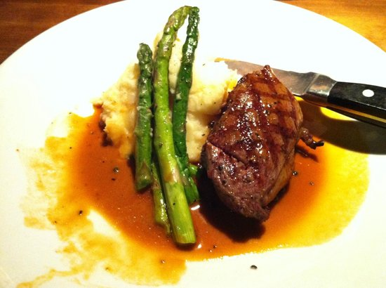 Cactus Club Cafe : Sirloin with mashed potatoes